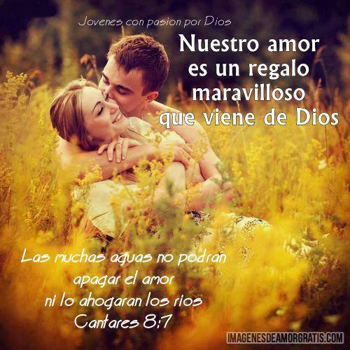 pareja en las manos de Dios