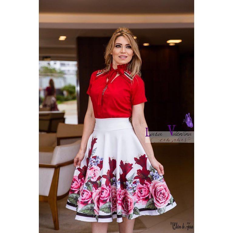 2b4720fcb Dentro de su colección se incluyen blusas, vestidos y faldas en variedad,  cada uno de ellos con colores muy vistosos y con un diseño elegante.