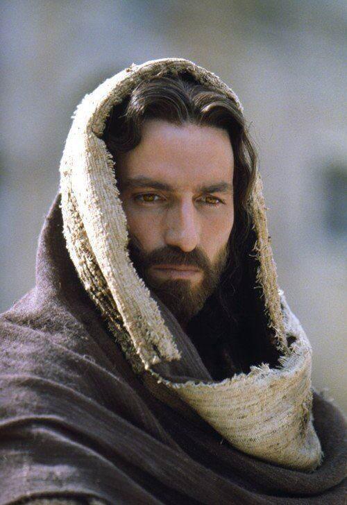 Jesús mirando