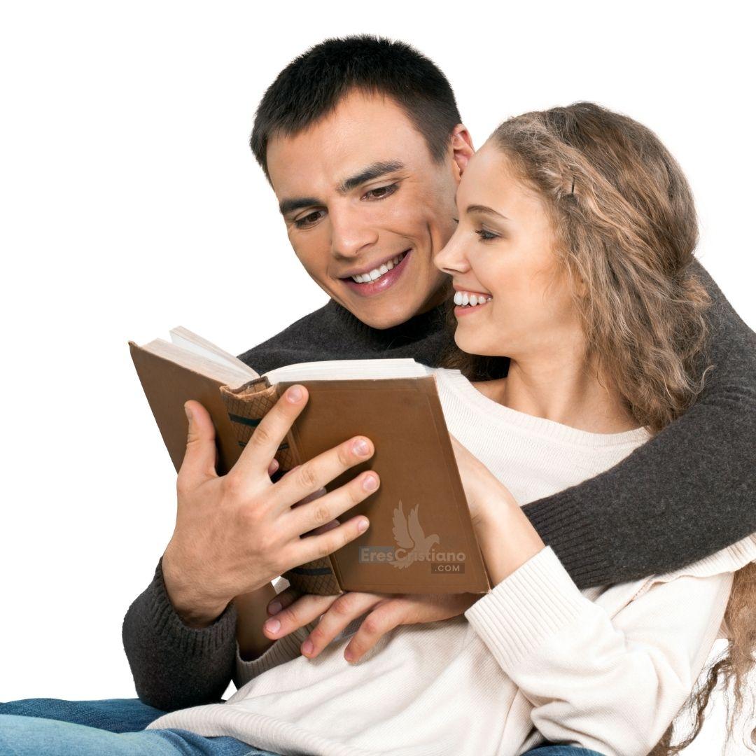 esposos leyendo la biblia