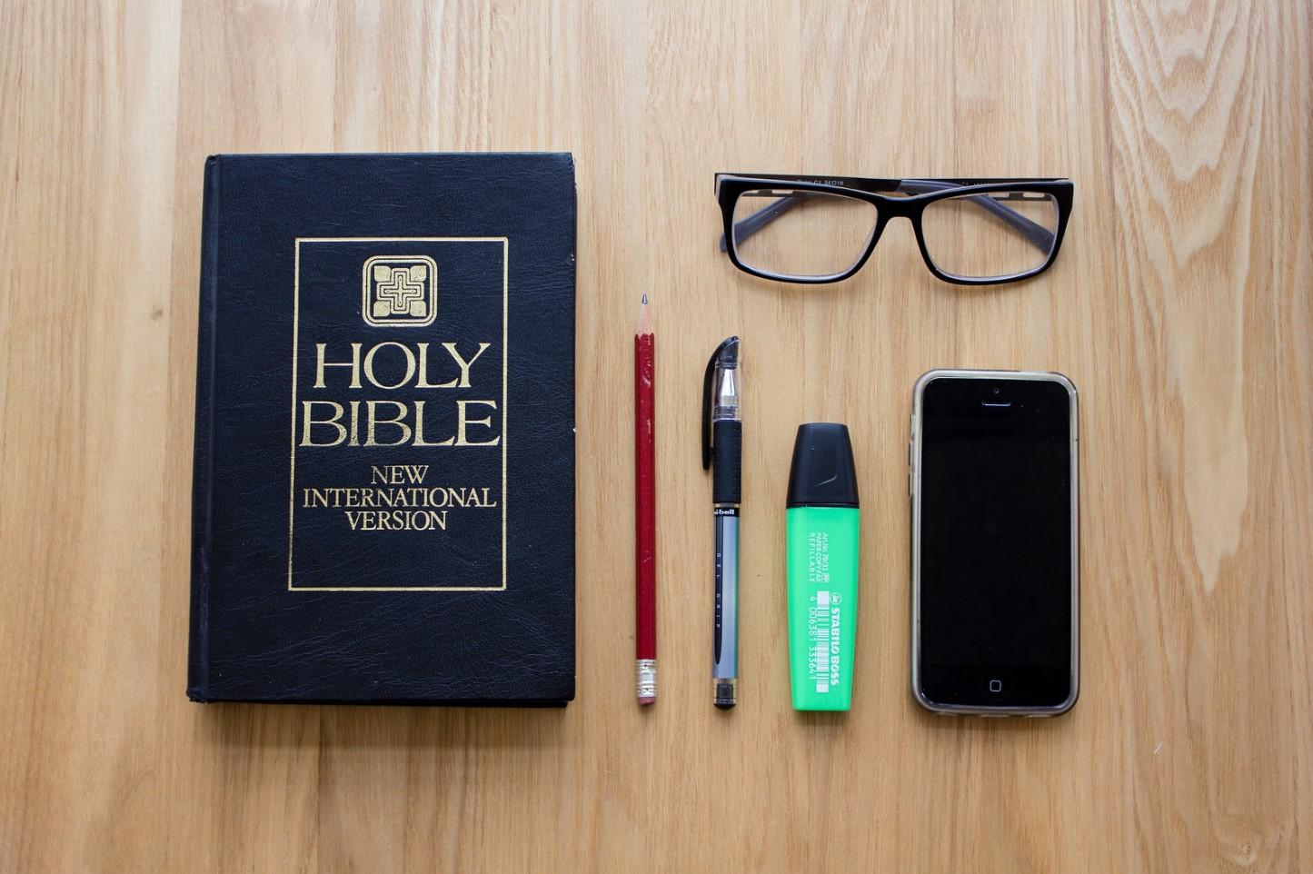 biblia en la oficina