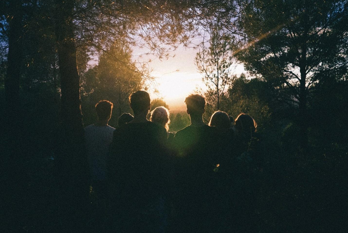 con amigos en el bosque