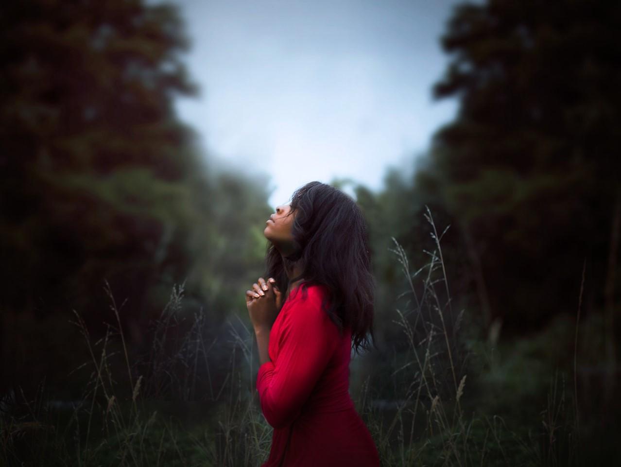 orando con el Espíritu Santo
