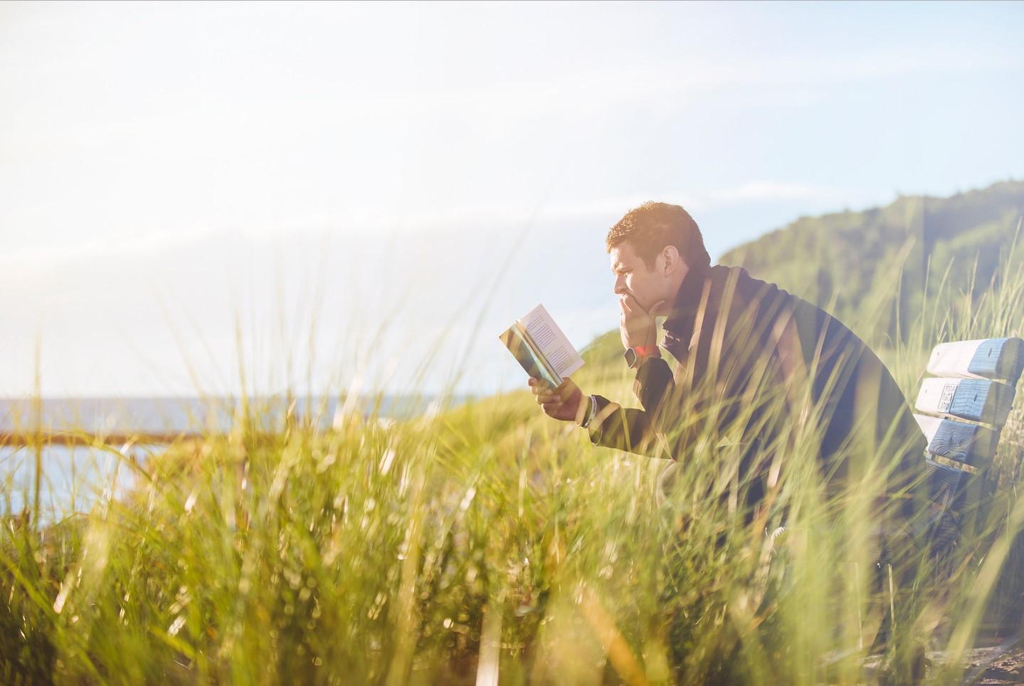 hombre y la lectura