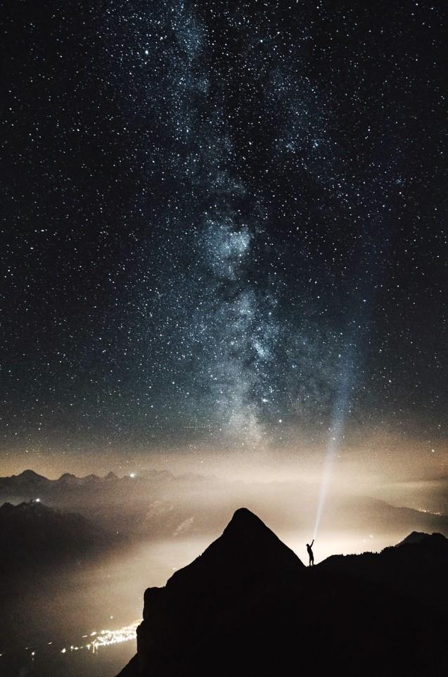 en la cima de noche