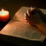 Manos en la biblia