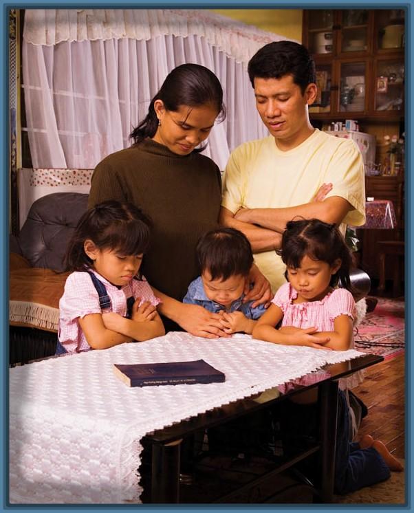 orando en familia