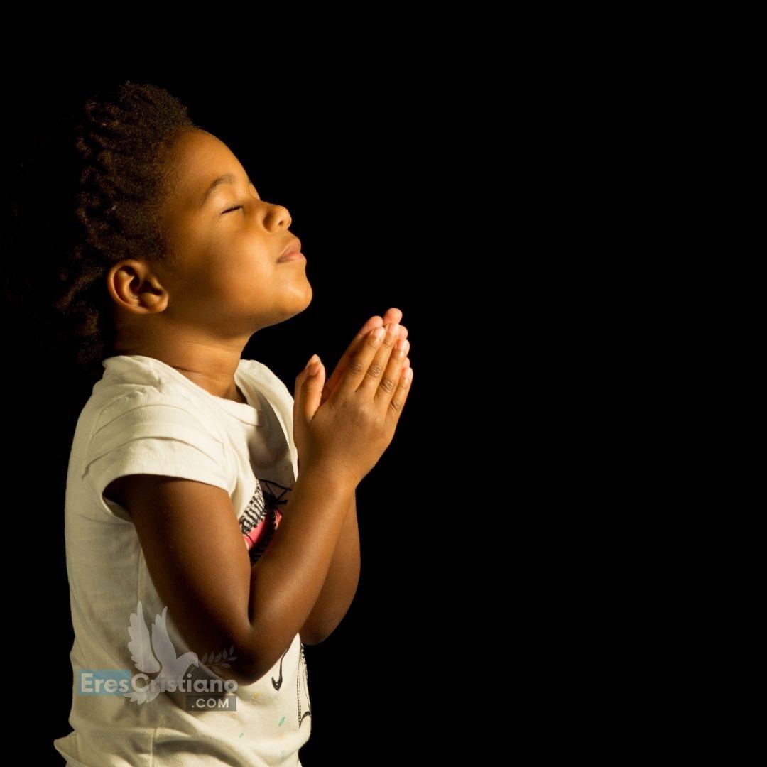 orando niños