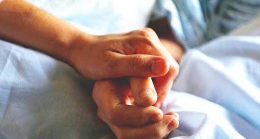orando por enfermo de coronavirus